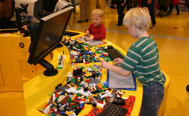 Lego store play table 1
