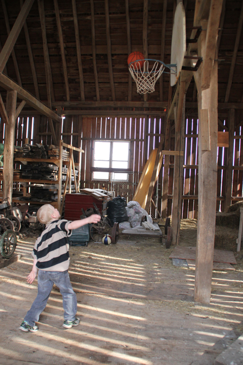 barn basketball CB