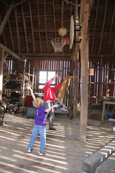 barn basketball RW