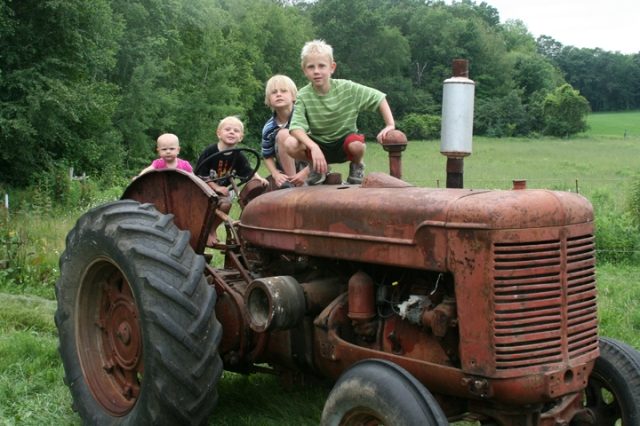 Tractor W-9 & kids