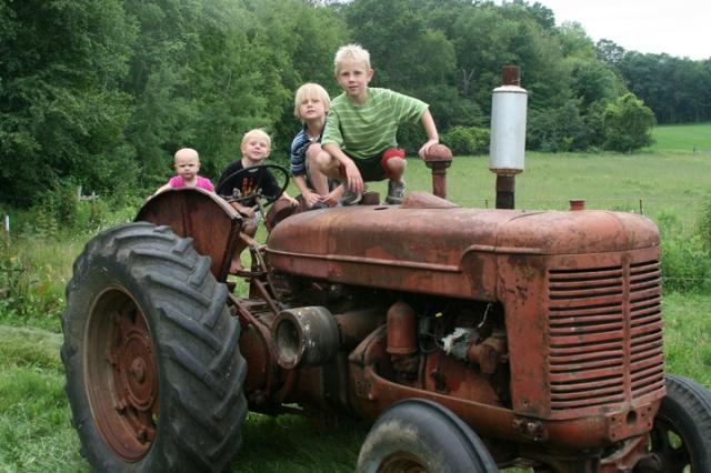 Tractor W-9 & kids