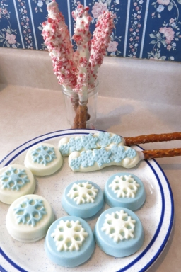 Candy making snowflake oreos
