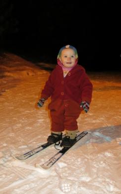 skis Nola Mae 1st time