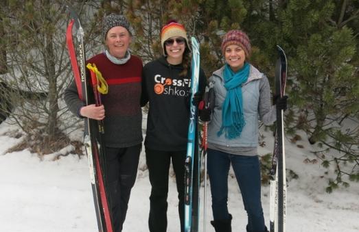skiing sisters