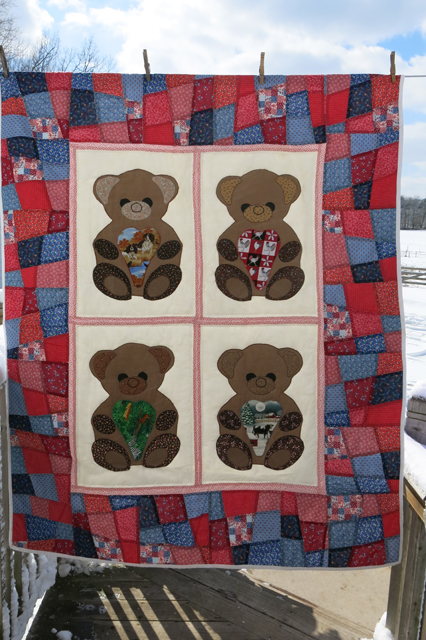 quilt bears with hearts Henry