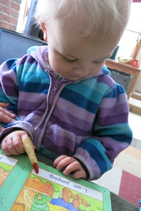 Reading finger Nola Mae