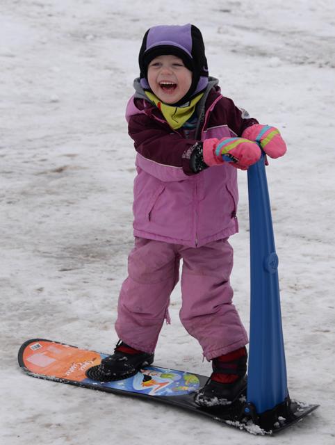 snowboarding Nola Mae